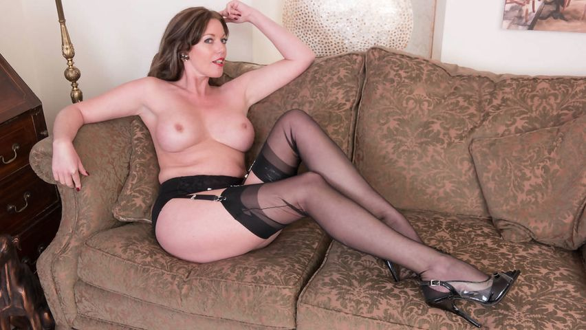 Playful Milf Passionately Masturbates On The Sofa In Her -8816