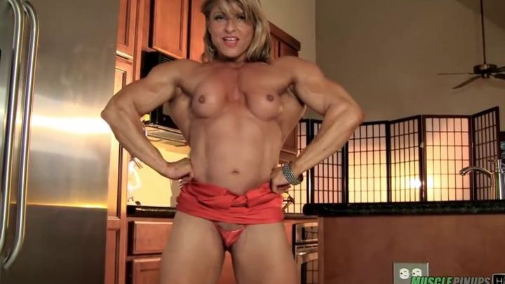 athletic bodybuilder milf strips naked and shows of her