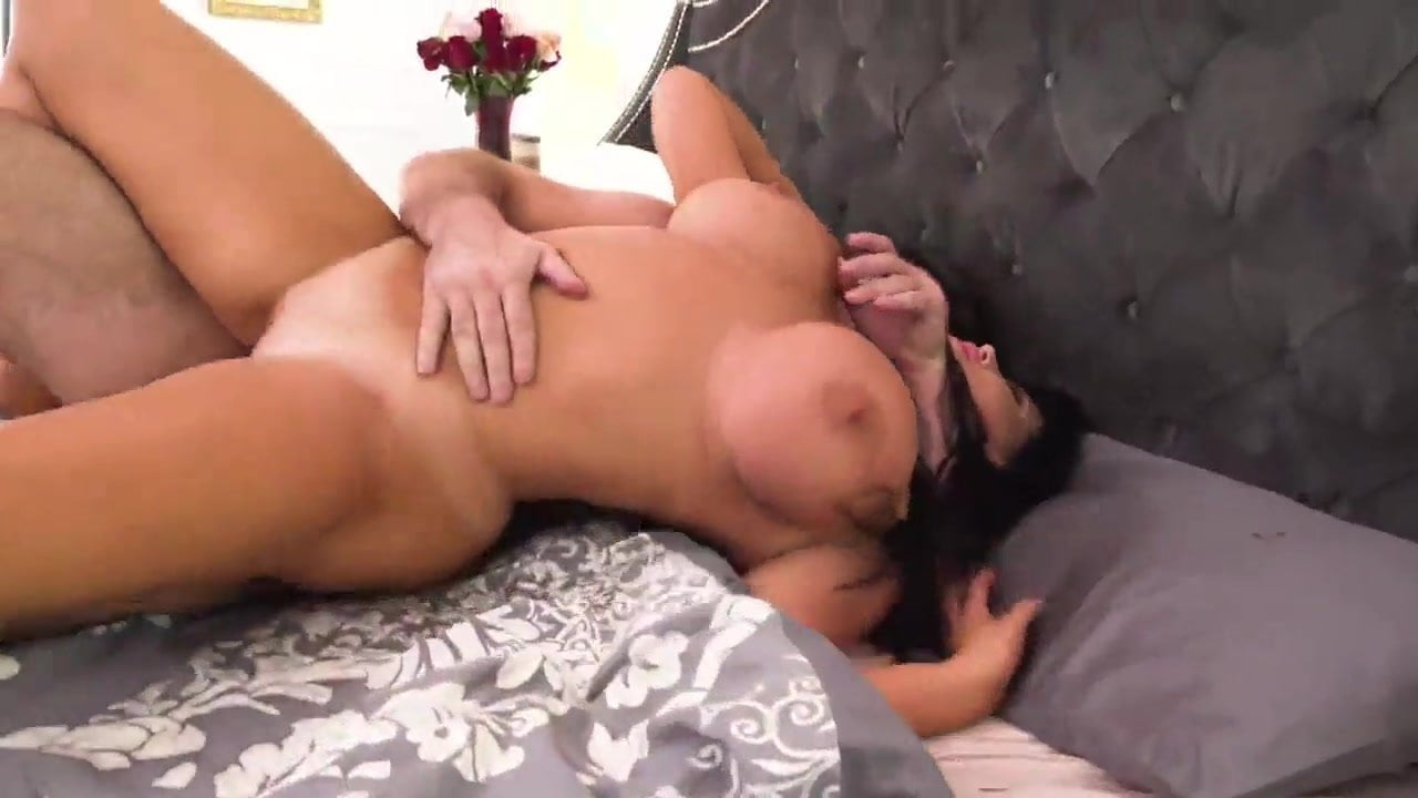 raven haired amateur bouncing on cock