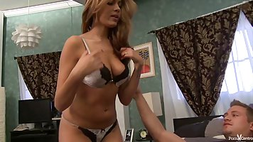 Busty MILF gives perfet blowjob in POV.